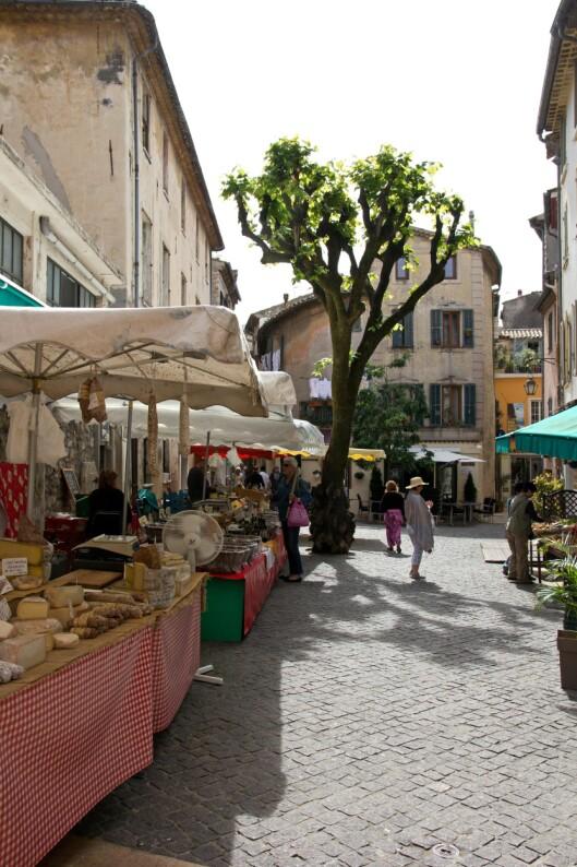 Spesialiteter: Marmelade, oster og eddiker er bare noe av det du finner på Cours Saleya, markedet i gamlebyen. Foto: Jytte Boch