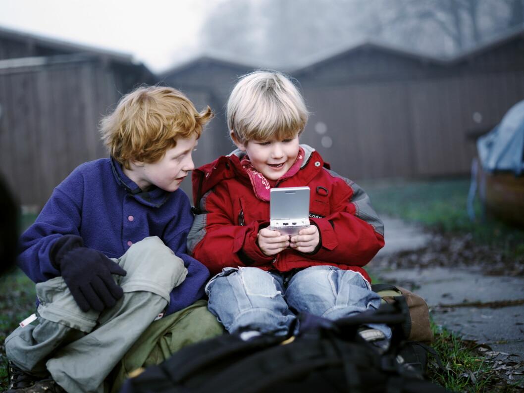 NÅ TIL DAGS: Barn som vokser opp i dag har en helt annen måte å leke på en generasjonene før internett og sosiale medier ble en del av hverdagen. - Fenomenet «gå å ring på døra og spør om de vil bli med ut» er omtrent helt borte, sier coach Christine Otterstad. Foto: NTB Scanpix