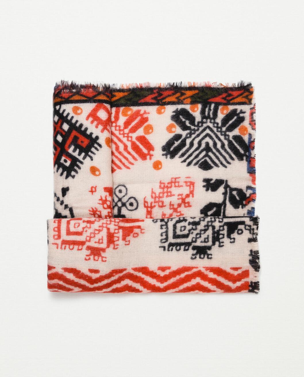 Mønstrete skjerf fra Zara, kr 249 Foto: Produsenten