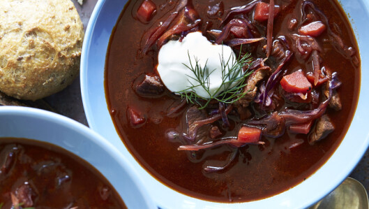 RØDBETESUPPE: Denne suppen med det rare navnet er en østeuropeisk smaksbombe! Foto: All Over Press