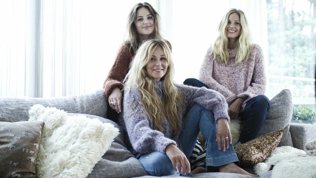 SKAPPELGENSEREN: I Skappel-familien har alle strikkedilla, og nå har hobbyen blitt til familiebedrift. Dorthe Skappel i front med døtrene Marthe (t.v.) og Maria. Foto: Astrid Waller