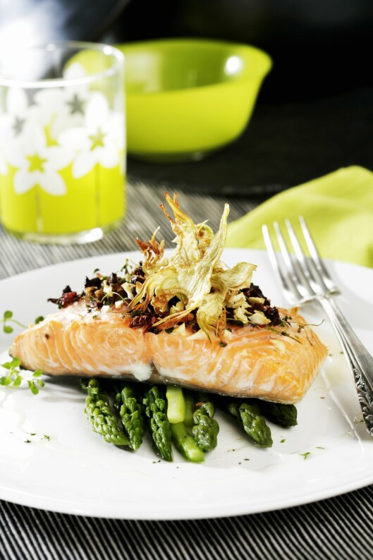 <strong>OMEGA 3:</strong> Fet fisk, som laks, makrell, ørret og sild er vår viktigste kilde til omega 3.  Foto: Scanpix