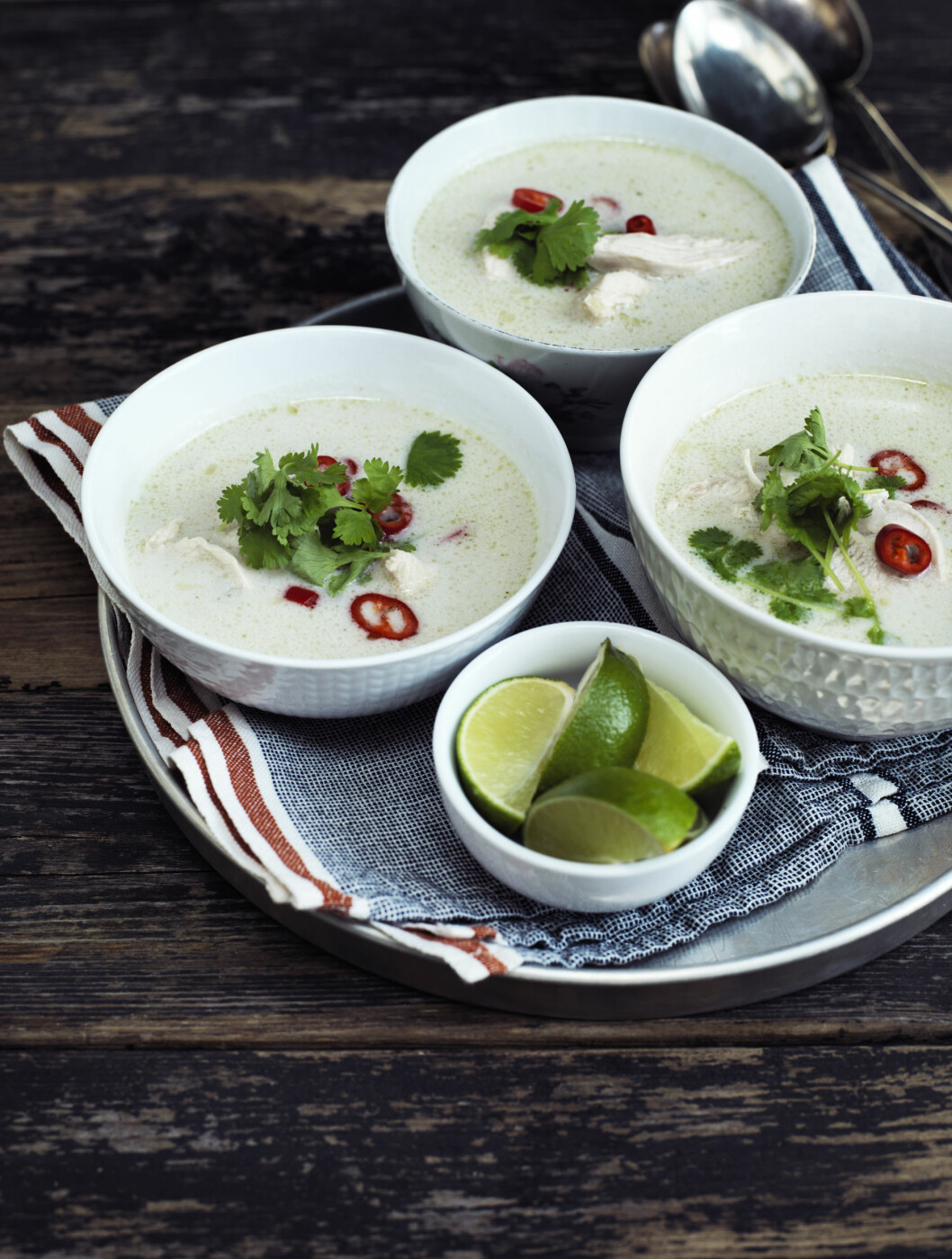 <strong>THAI KOKOS- KYLLINGSUPPE:</strong> Fyldig suppe fra det thailandske kjøkken.   Foto: Columbus Leth