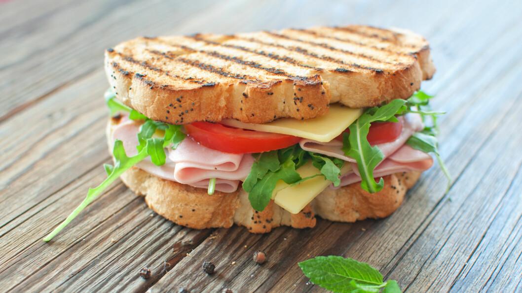 VELG RIKTIG PÅLEGG: Hva slags pålegg bør man egentlig ha på brødskiva om morgenen? I denne saken har ernæringseksperten gitt oss svaret!  Foto: Pixelbliss - Fotolia