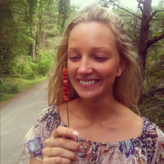 BLOGGEREN: Caroline Schjærven står bak bloggen Smakavhimmel.com, og den hjemmelagde, økologiske skrubben med mandelolje og havsalt. Foto: Privat