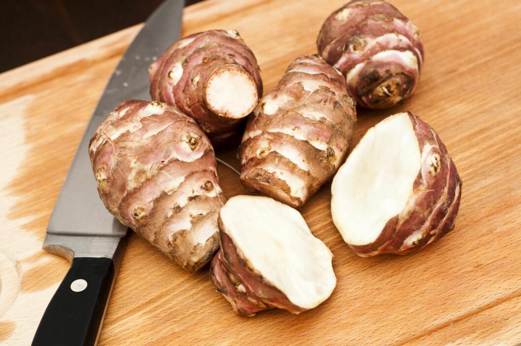 JORDSKOKK: Med en smak som kan minne om en blanding av trøffel, sopp og artisjokk, er jordskokk absolutt et godt middagstilbehør!  Foto: Marco Tiberio - Fotolia