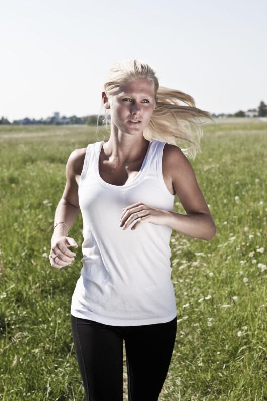 VANLIGST HOS UNGE KVINNER: Unge kvinner og de over 40 er de som oftest får løperkne.  Foto: Scanpix