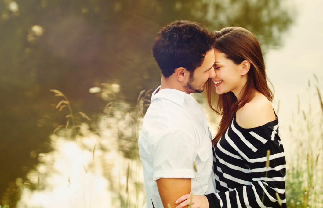 VIKTIG Å KYSSE OG KLEMME: Ifølge eksperten er det viktig å være intime med hverandre da det styrker parforholdet.  Foto: Asia Yakushevich - Fotolia