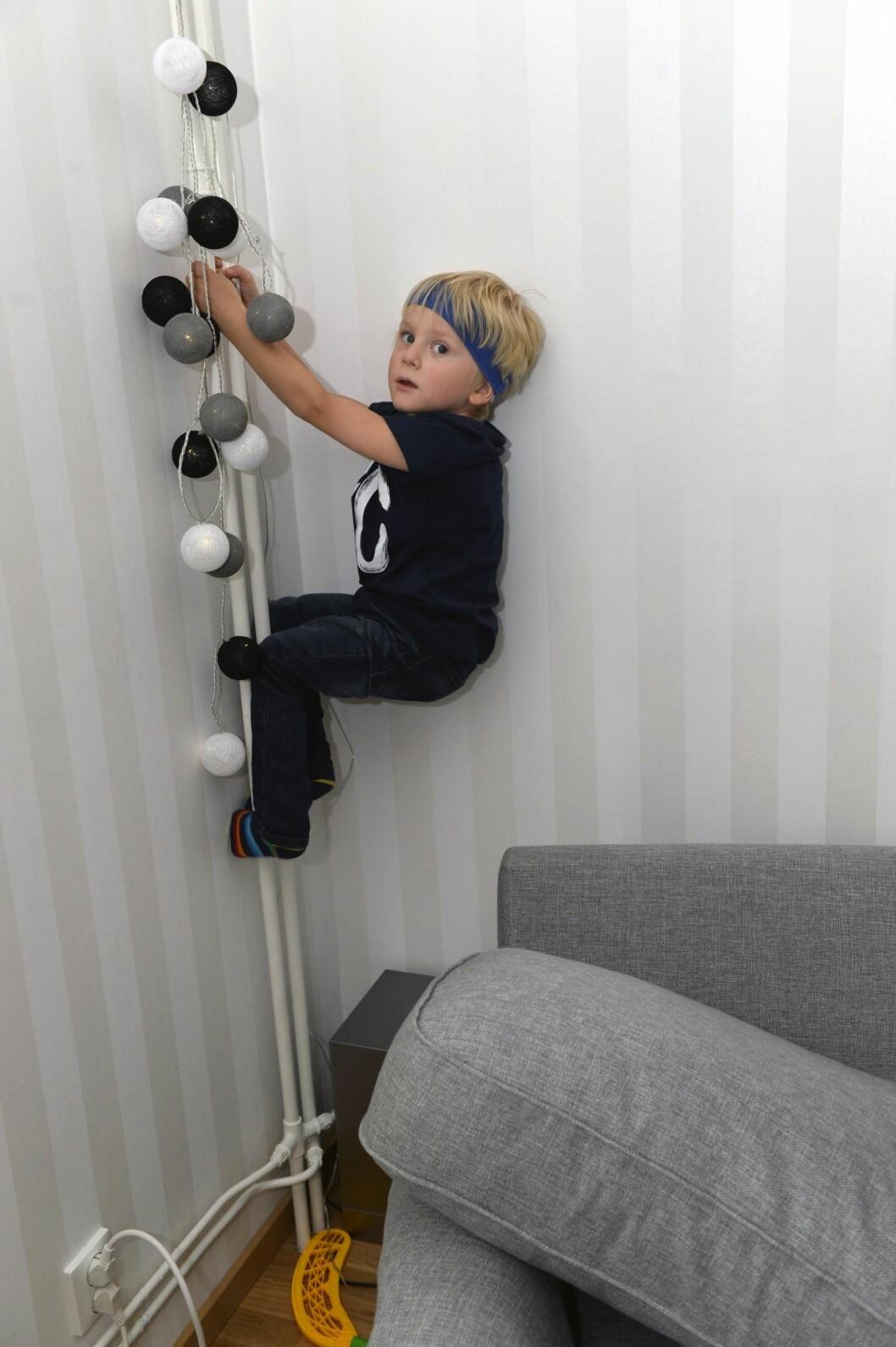 Vilter: Etter at Erik begynte å høre igjen, er han akkurat like leken og energisk som andre barn. Foto: Kai Rhan