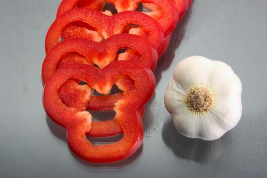 KAN HA EN VIRKNING: Hvitløk og paprika er matvarer som kan gjøre svettelukten verre, ifølge Lønning.  Foto: Scanpix