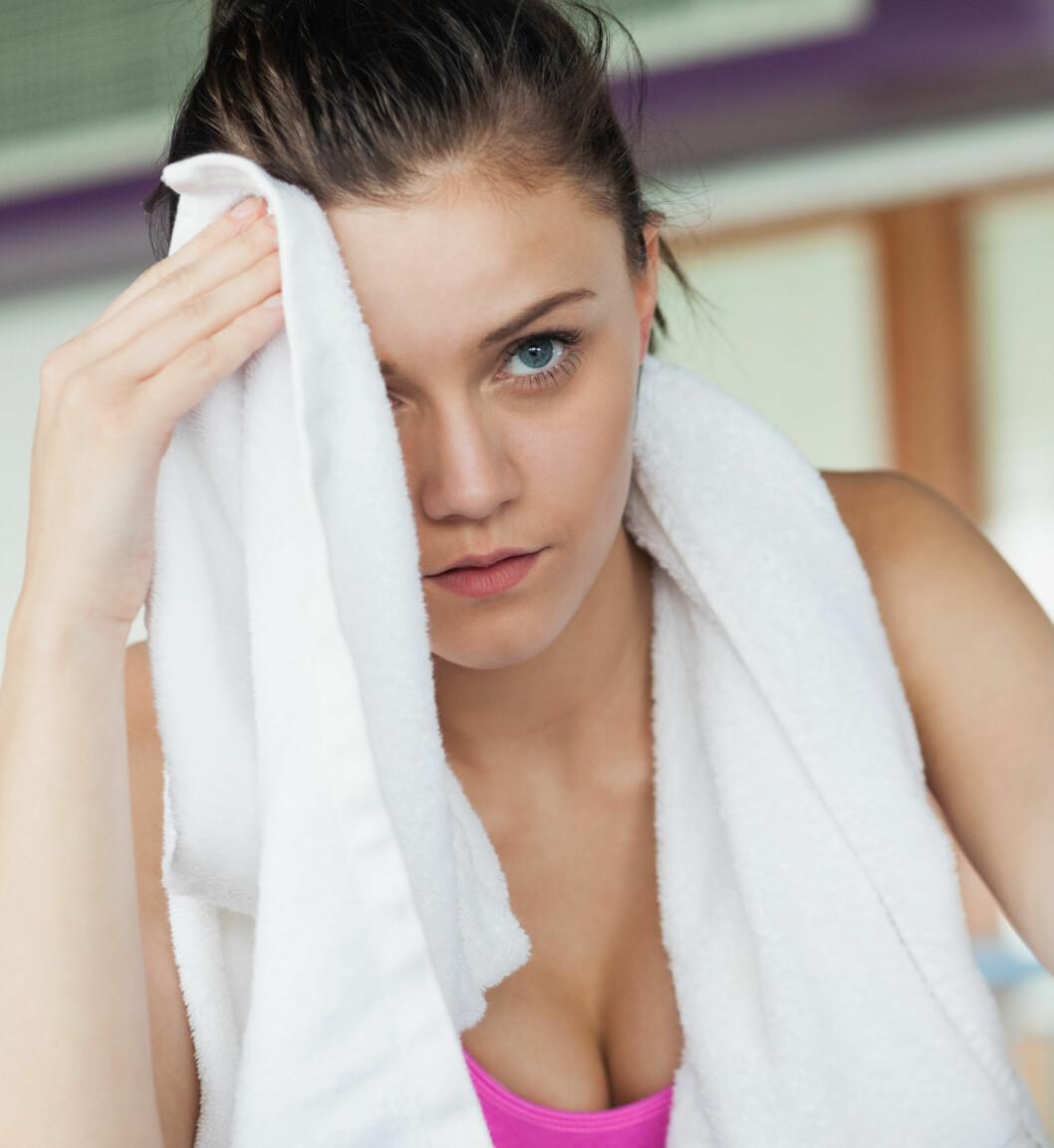 FORSKJELL PÅ SVETTE: Det er forskjell på det du svetter ut på trening og svette som kommer som følge av stress. Plages du av vond svettelukt i det daglige, kan det være lurt å stresse ned.  Foto: Scanpix