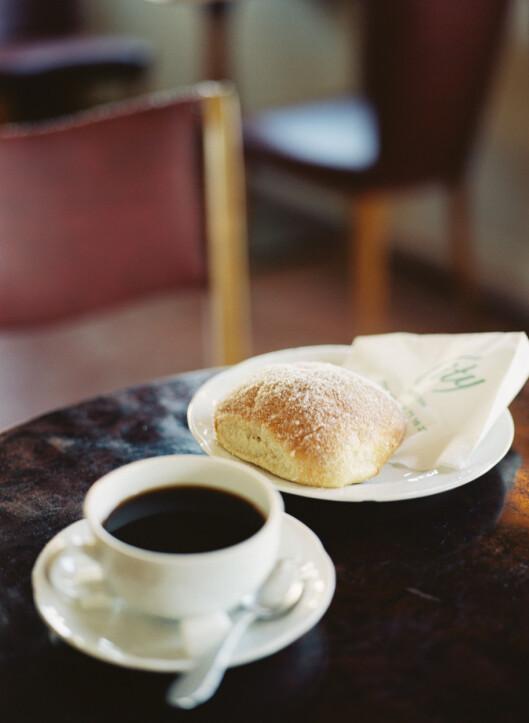KOFFEIN: Koffeinholdige drikker gjør deg ingen tjenester hva gjelder vond lukt.  Foto: Scanpix