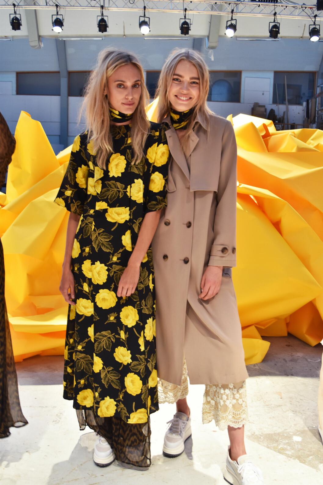 <strong>BLOMSTERMØNSTER:</strong> Det gule og svarte blomstermønsteret blir hot hos Ganni neste sommer.  Foto: Nathalie Helgerud