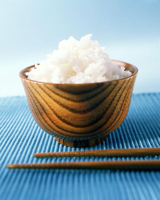 HVIT RIS: Du bør styre unna den hvite risen til fordel for en grovere type.  Foto: Scanpix
