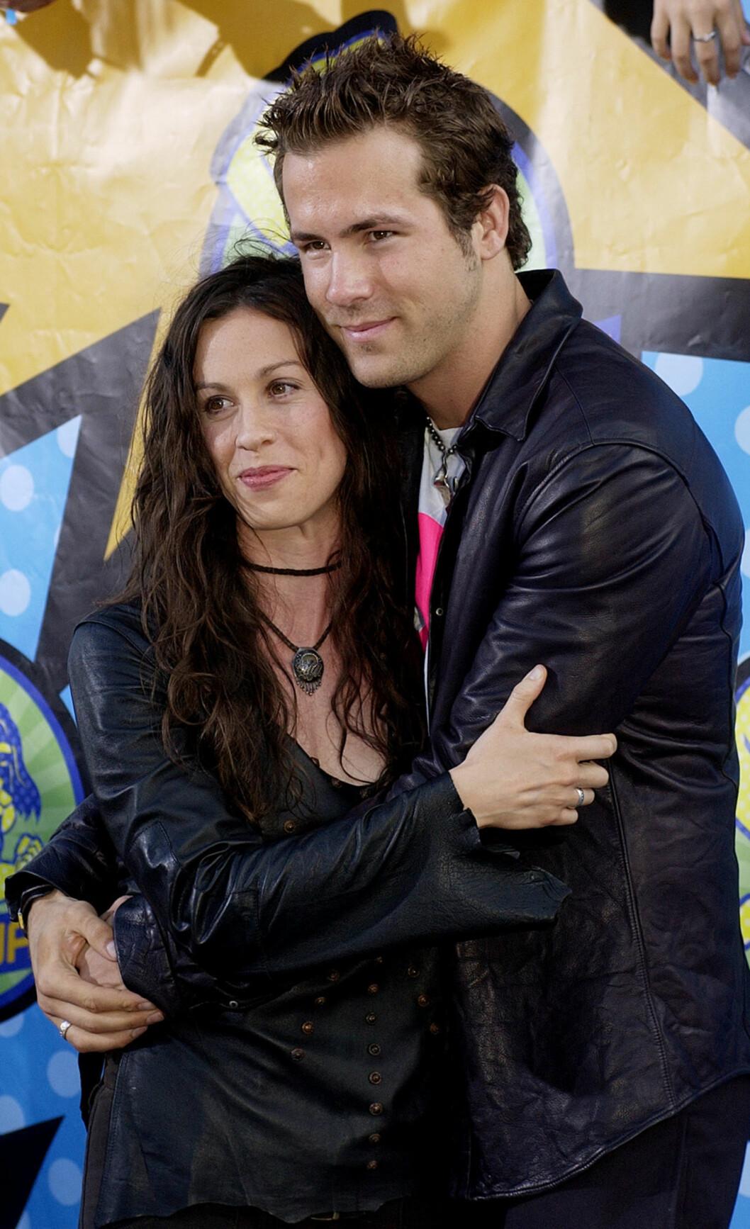 VAR FORLOVET: Alanis Morissette og Ryan Reynolds. Foto: AP