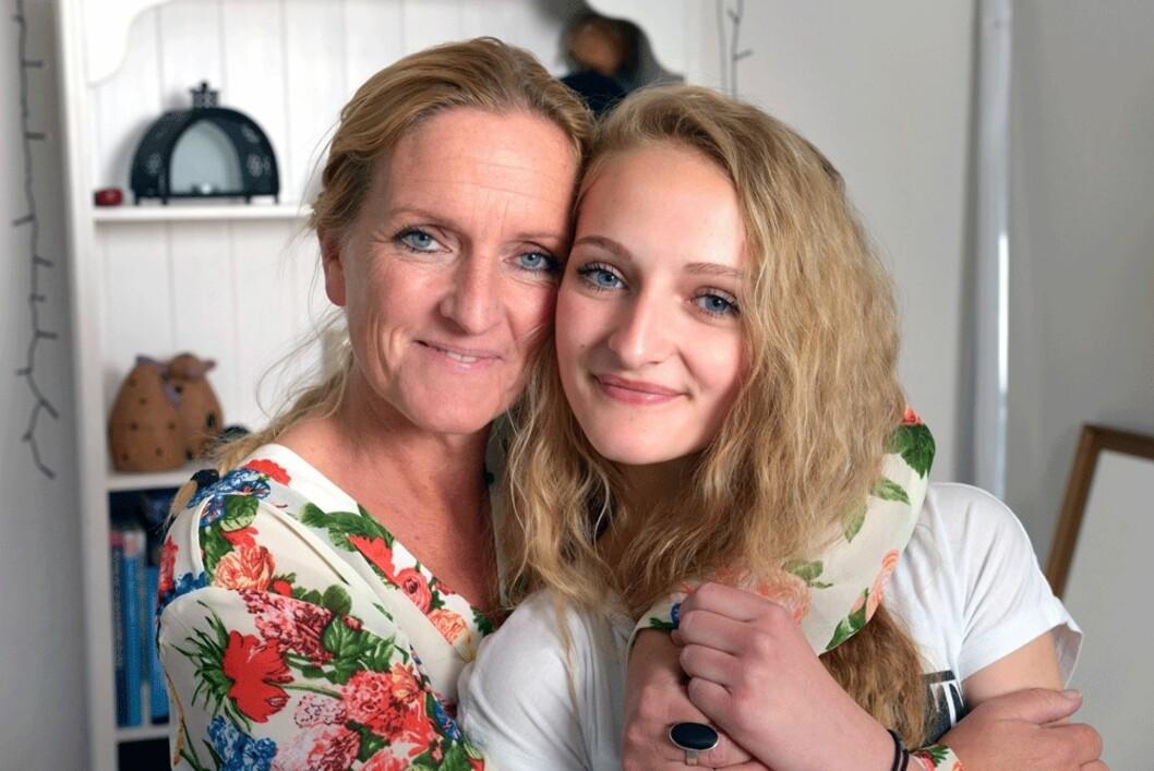 TILBAKELAGT STADIUM: Laura (15) vet godt hvor tøft det var for moren Malene og resten av familien. I dag er hun lei seg for at hun gjorde dem så redde. Foto: Jørgen Ploug/Familiejournal/All Over Press