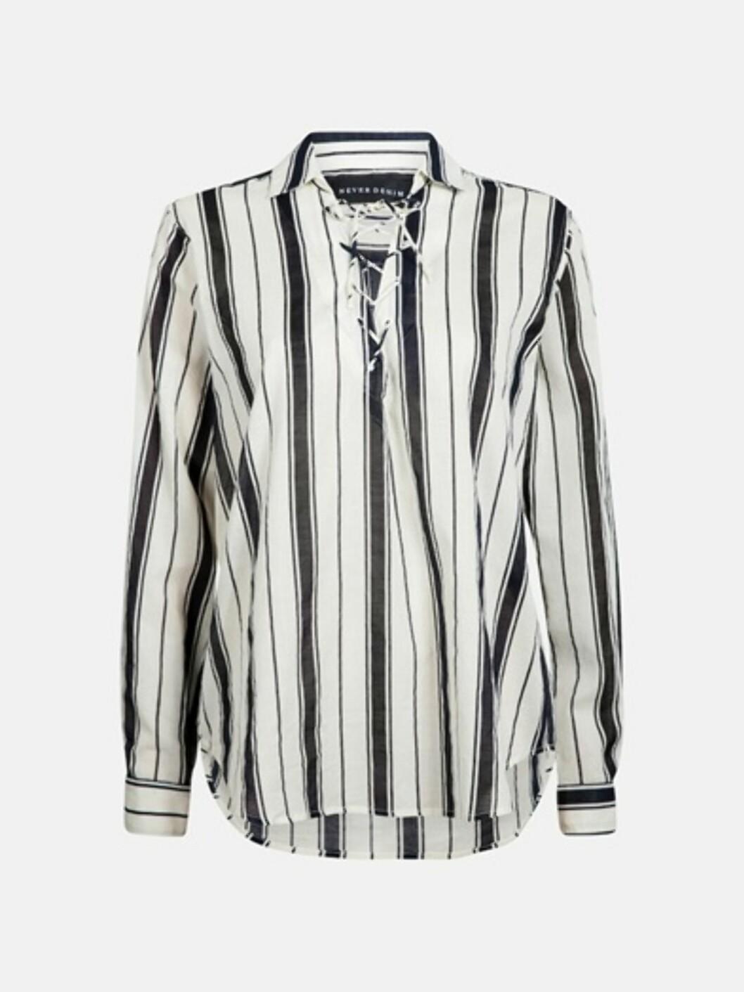 Skjorte fra Never Denim, kr 499. Foto: BikBok.no