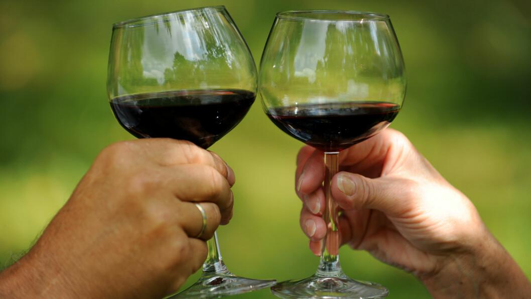 RØDVIN: Det å drikke et glass rødvin kan ha en rekke positive helseeffekter.  Foto: NTB scanpix