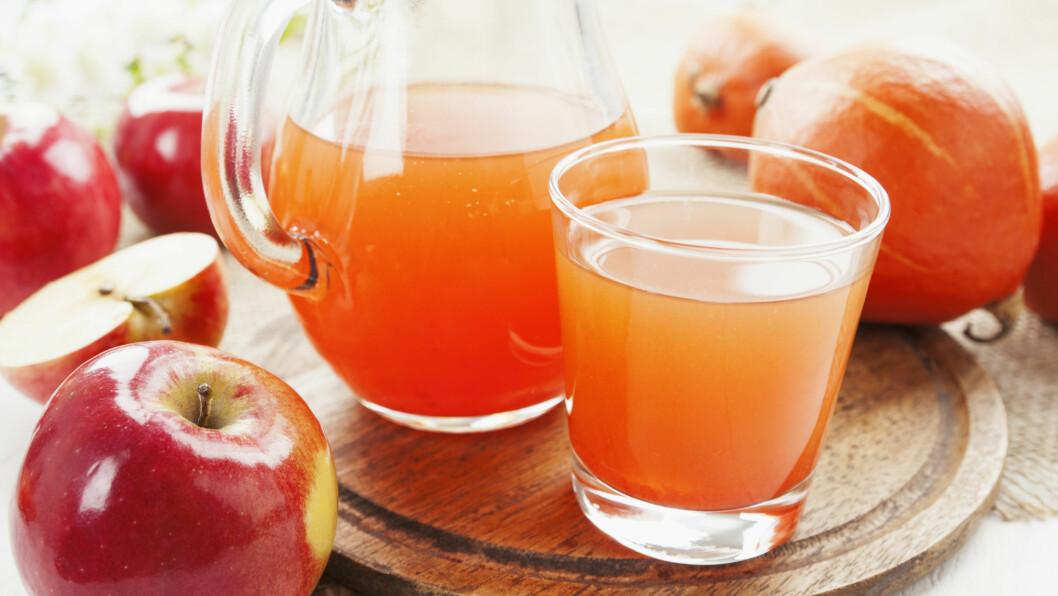 JUICE: Er du opptatt av å leve sunt, er det lurt å være obs på hva slags type juice eller nektar du velger og hvilke frukter, bær og grønnsaker den inneholder.  Foto: NTB Scanpix