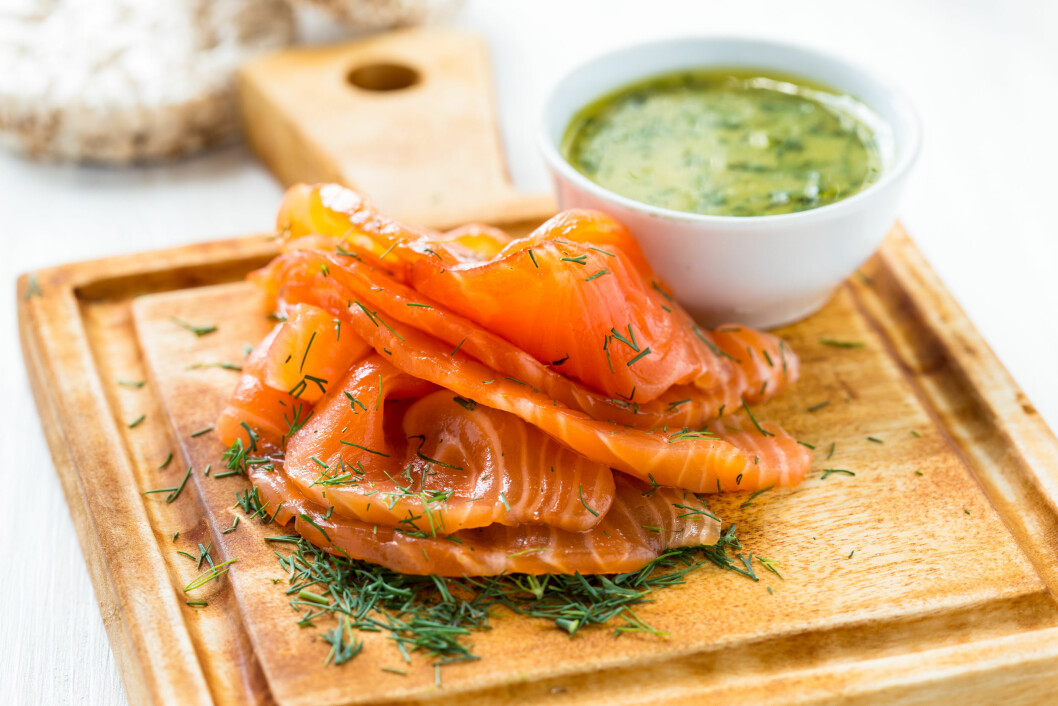 Gravadlax, Scandinavian-style smoked salmon with dill,  and serve with a mustard sauce Foto: istetiana - Fotolia