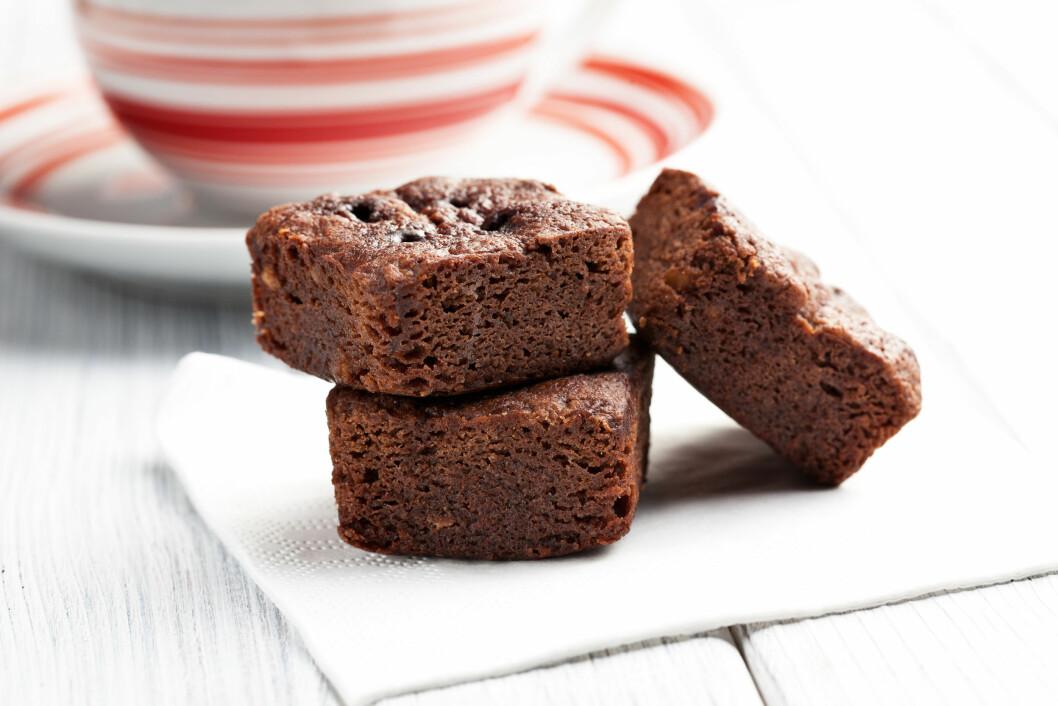 SJOKOLADEKAKE: Neste gang du skal lage brownies, cookies eller sjokoladekake bør du prøve å bytte ut smøret med avokado. Supergodt og mye sunnere. Foto: Scanpix/NTB