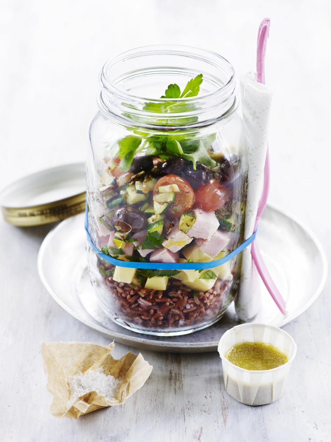 Salat med skinke og emmentaler Foto: All Over Press
