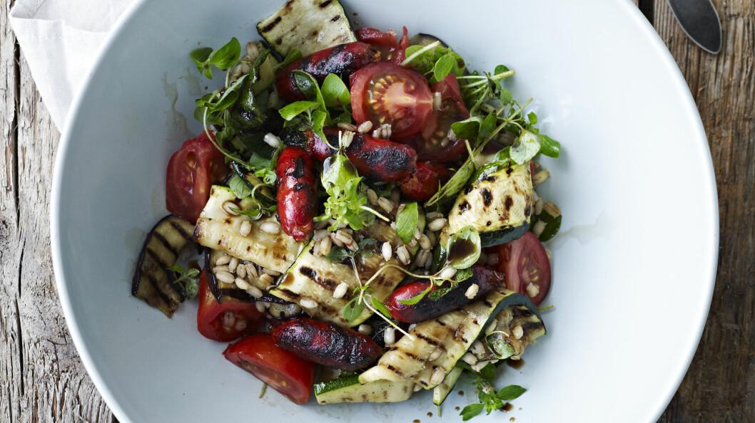 SOMMER OG SALATTID: Hva er vel deiligere om sommeren enn en frisk og god salat til lunsj eller middag? Foto: All Over Press
