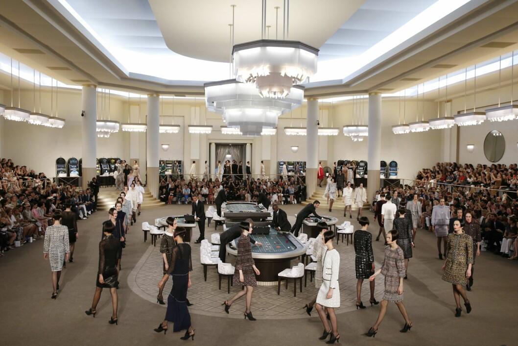 GRAND PALAIS: Slik så det ut da Chanel viste sin couture-kolleksjon. Foto: Afp