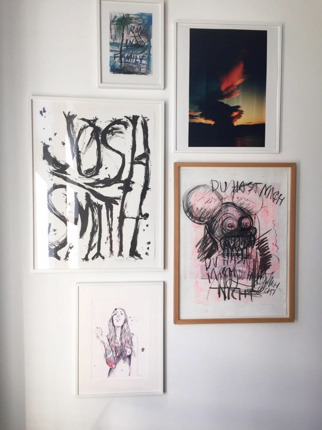 KUNSTVEGG: Superkul bildevegg med forskjellige typer kunst.  Foto: vanessarudjord.com/stylebook
