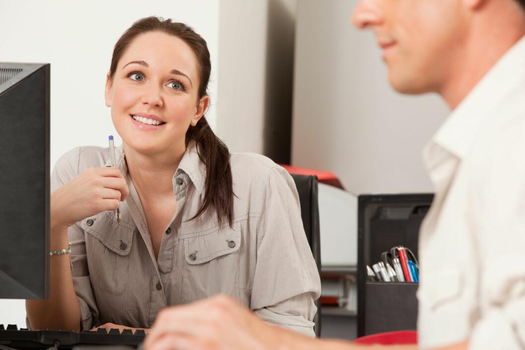 <strong>KOLLEGA:</strong> Det ikke er uvanlig at det oppstår romanser på arbeidsplassen. Både i form av lange affærer og spontane sidesprang der alkohol er involvert.  Foto: Scanpix/NTB