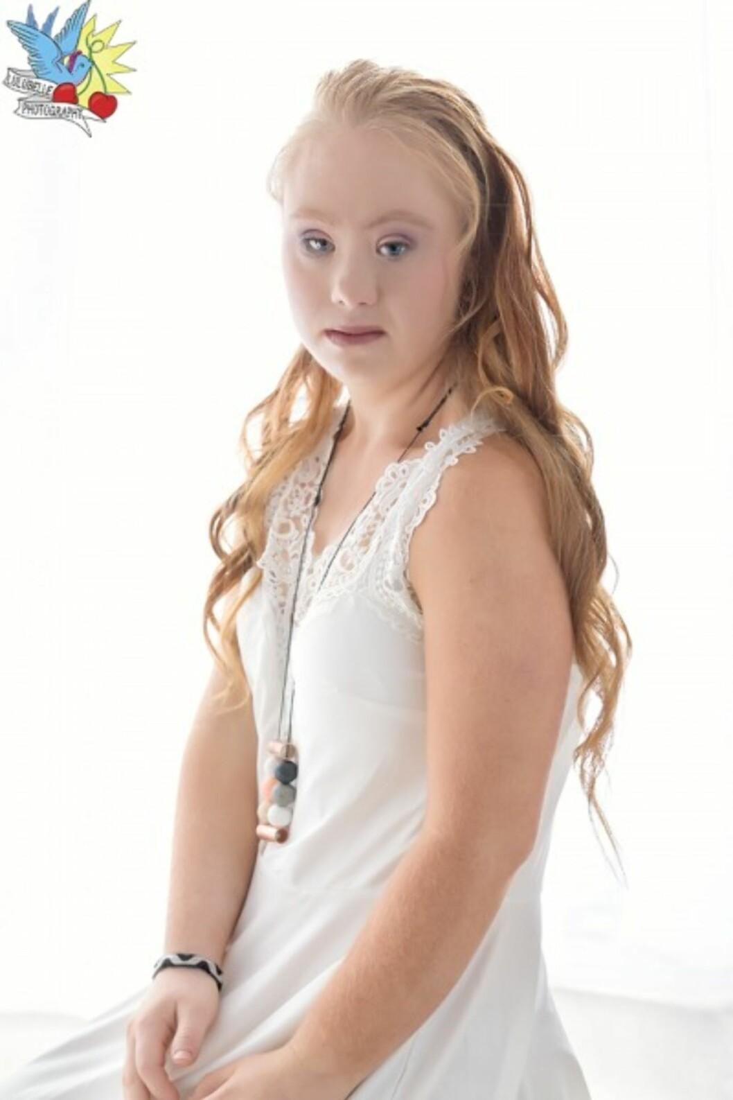 MODELLDRØMMEN: Madeline Stuart (18) bestemte seg for å bli modell etter å ha sett en motevisning. Foto: Lulubelle Photography