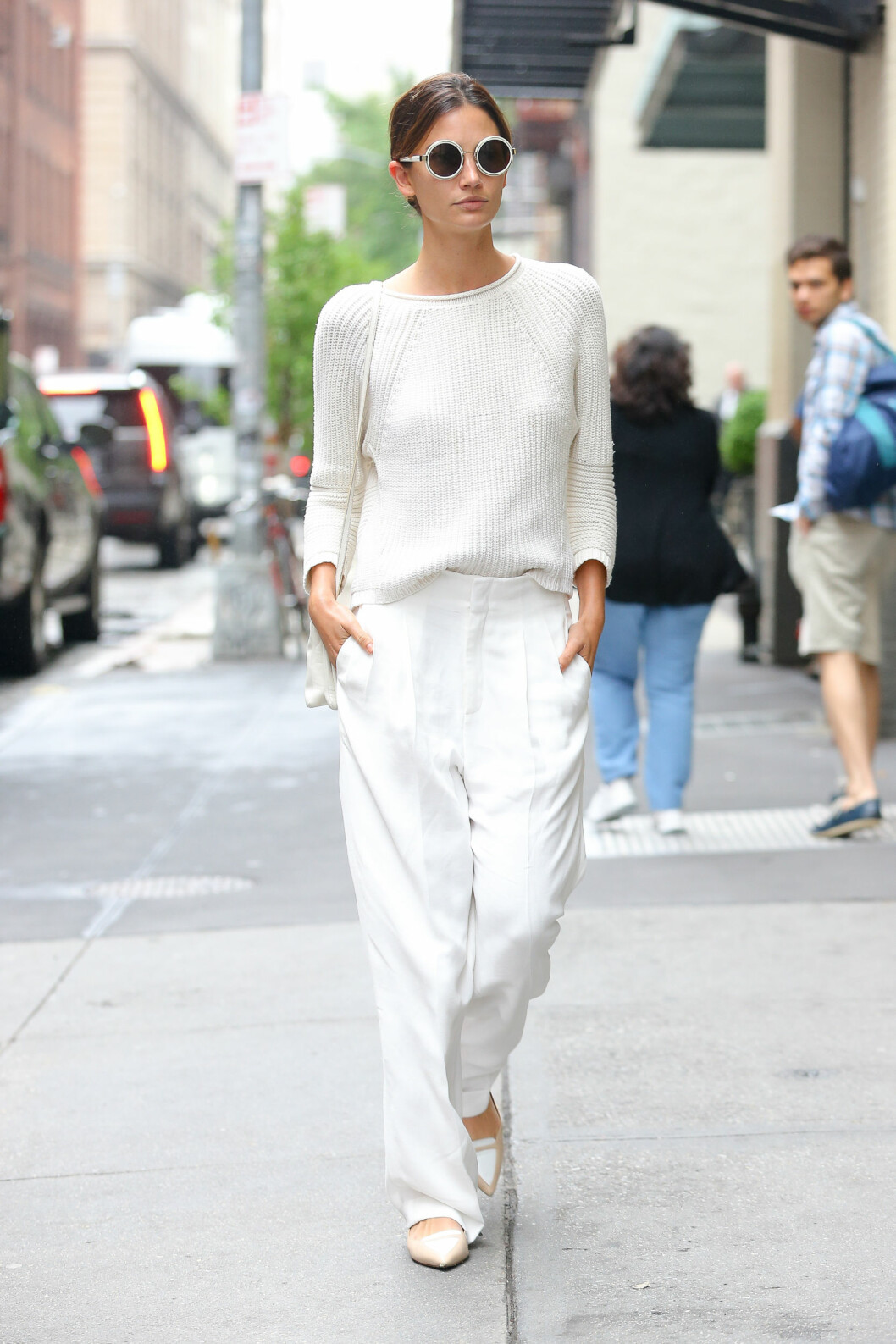 HELHVITT: Lily Aldridge (29) i New Yorks gater. Foto: Splash News
