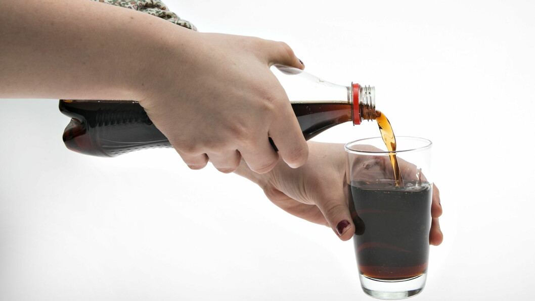 GLAD I BRUS: Godt smaker det kanskje, men vit at brus ikke er spesielt godt for helsen!  Foto: VG