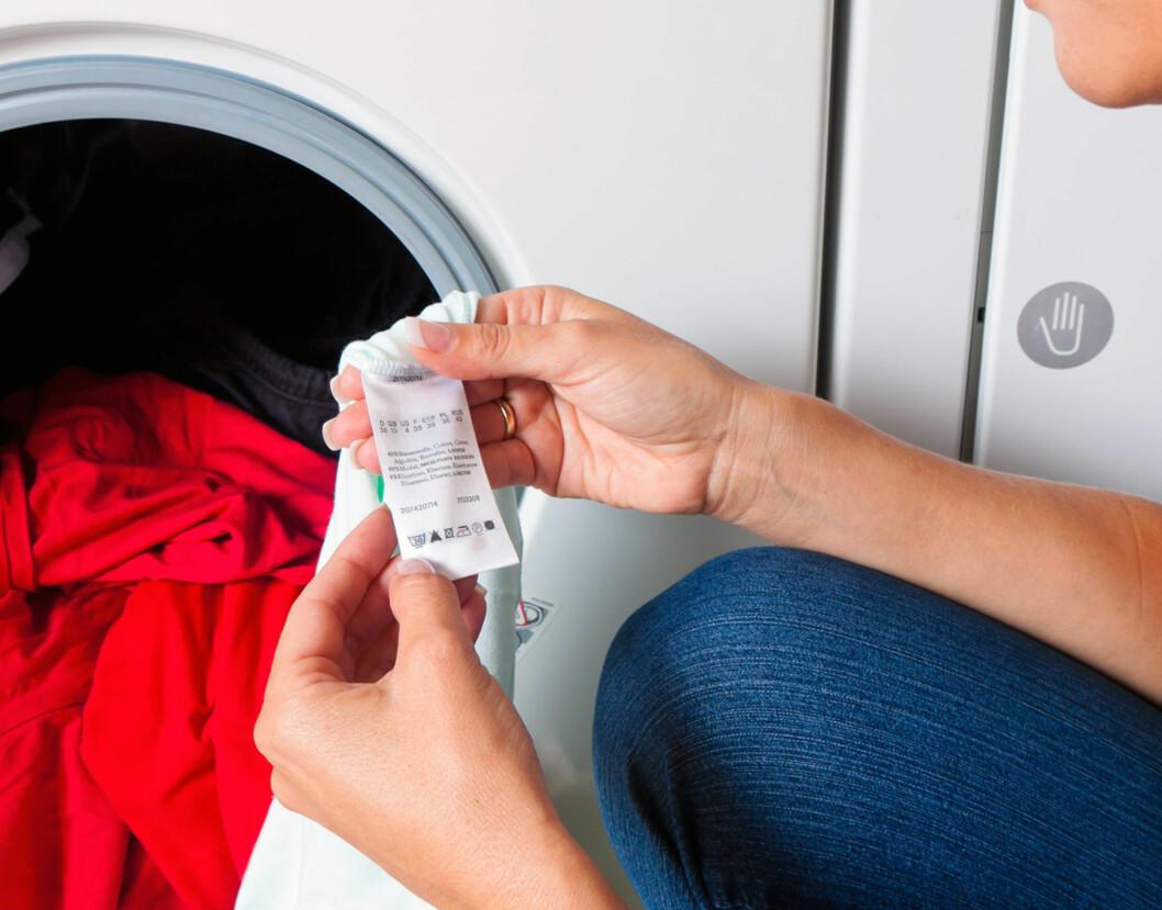 VASKEANVISNING: Det er spesielt viktig å følge temperaturen ved første vask, så være nøye med å sjekke dette. Følger du den ikke, kan du heller ikke reklamere i ettertid.  Foto: Fotolia