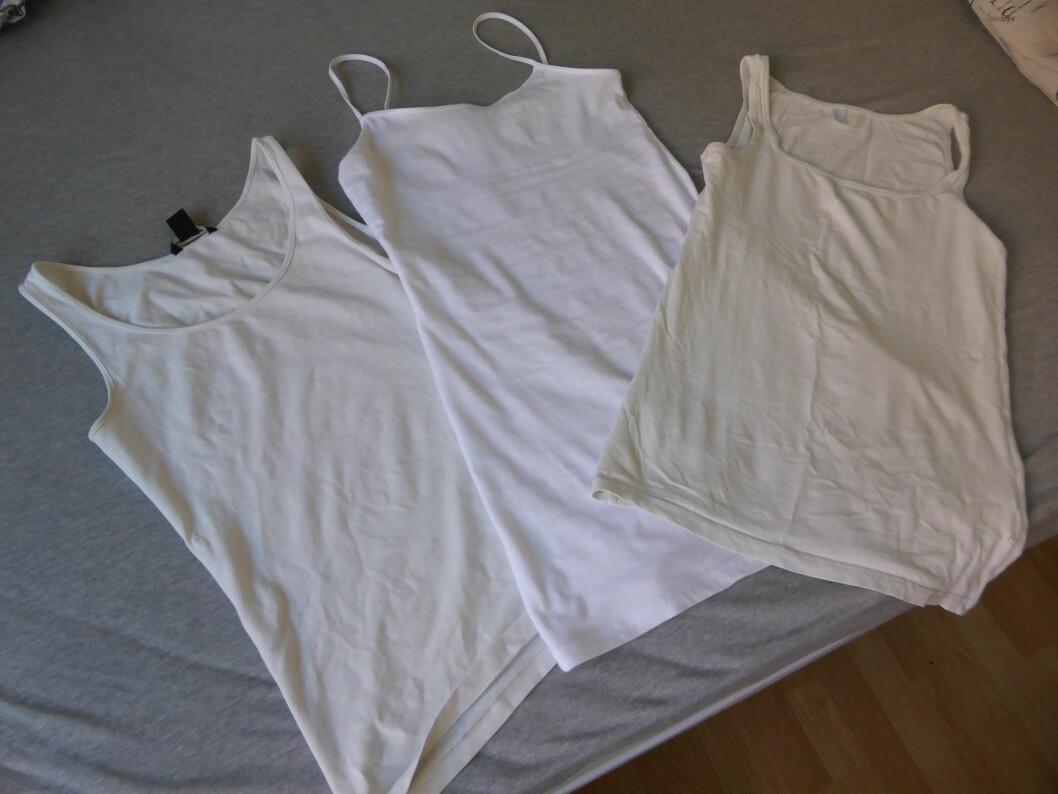 HVITT ER IKKE ALLTID HVITT: Dersom du allerede har en del hvite klær som ikke lenger er så hvite, så kan det være et alternativ å vaske de med et vaskemiddel for hvite klær - som allerede inneholder blekemiddel, men på en litt høyere temperatur.  Foto: Tone Ruud Engen