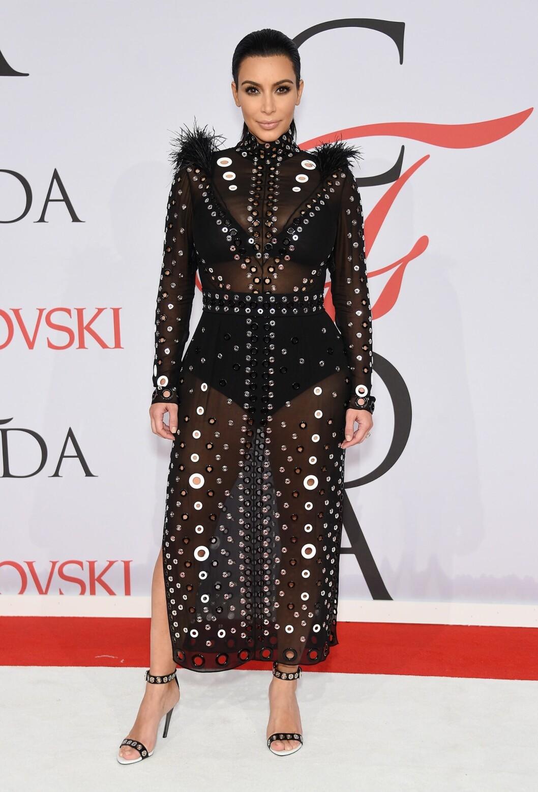 GJENNOMSIKTIG: Kjolen til Kim er fra Proenza Schouler. Foto: Afp