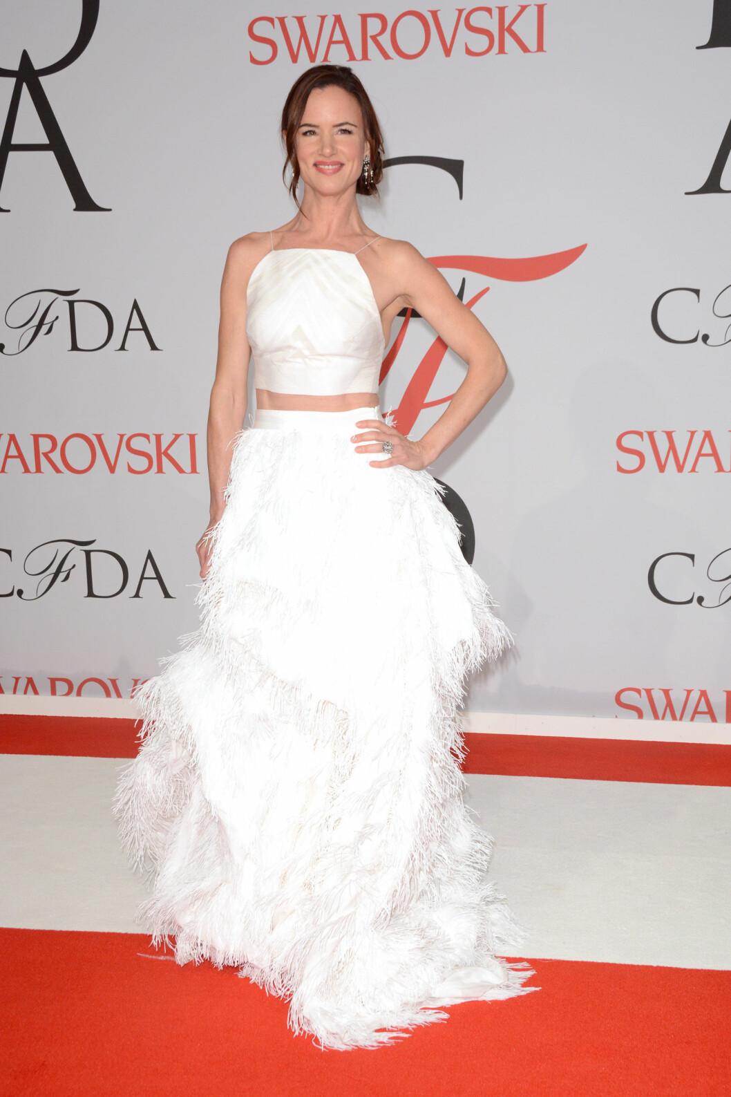 SVANE: Juliette Lewis (41) i en flott, hvit kreasjon. Foto: wenn.com