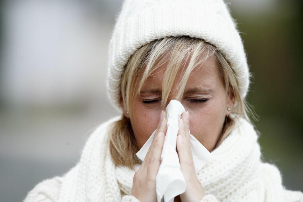 <strong>I KULDEN:</strong> Selv om det er vintersesongen som er verst, kan du fortsatt smittes med en forkjølelse hele året rundt. Foto: © Mike Schröder / Argus / Samfoto