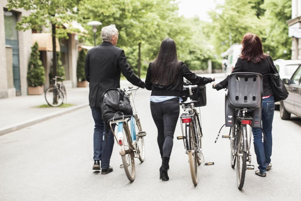 HVERDAGSAKTIVITET: Få inn litt aktivitet i hverdagen ved hjelp av små, men enkle grep. Som for eksempel å velge sykkelen til fordel for bilen. Foto: Scanpix/NTB