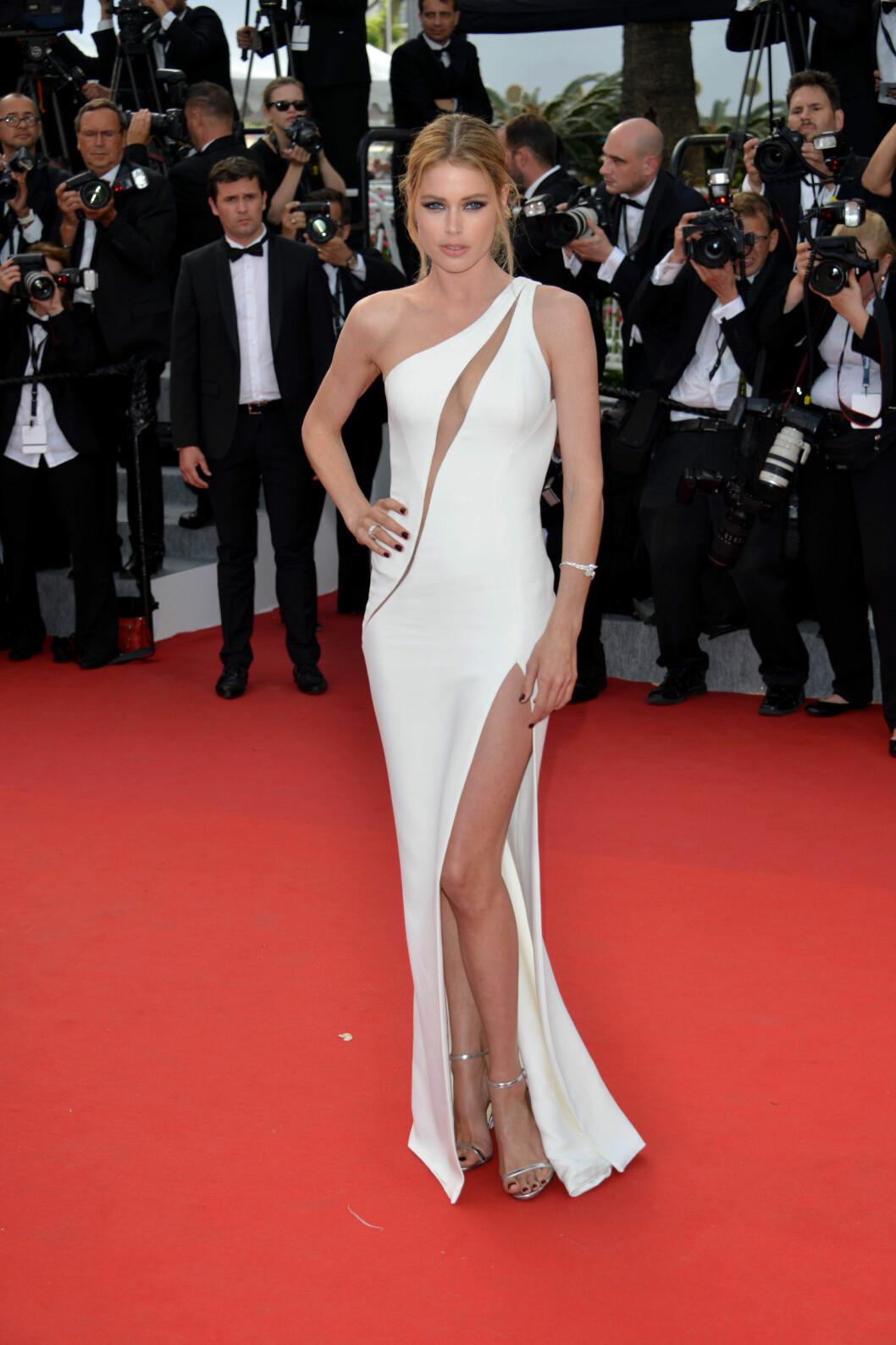SEXY: Doutzen Kroes hadde en kjole med splitt både på over- og underdelen. Foto: Pa Photos Scanpix