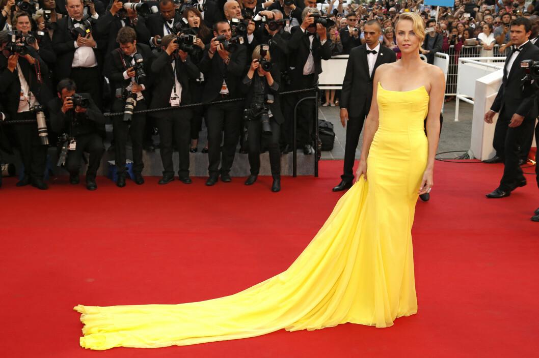 DIOR: Sjekk slepet på denne kjolen! Foto: Zuma Press Scanpix