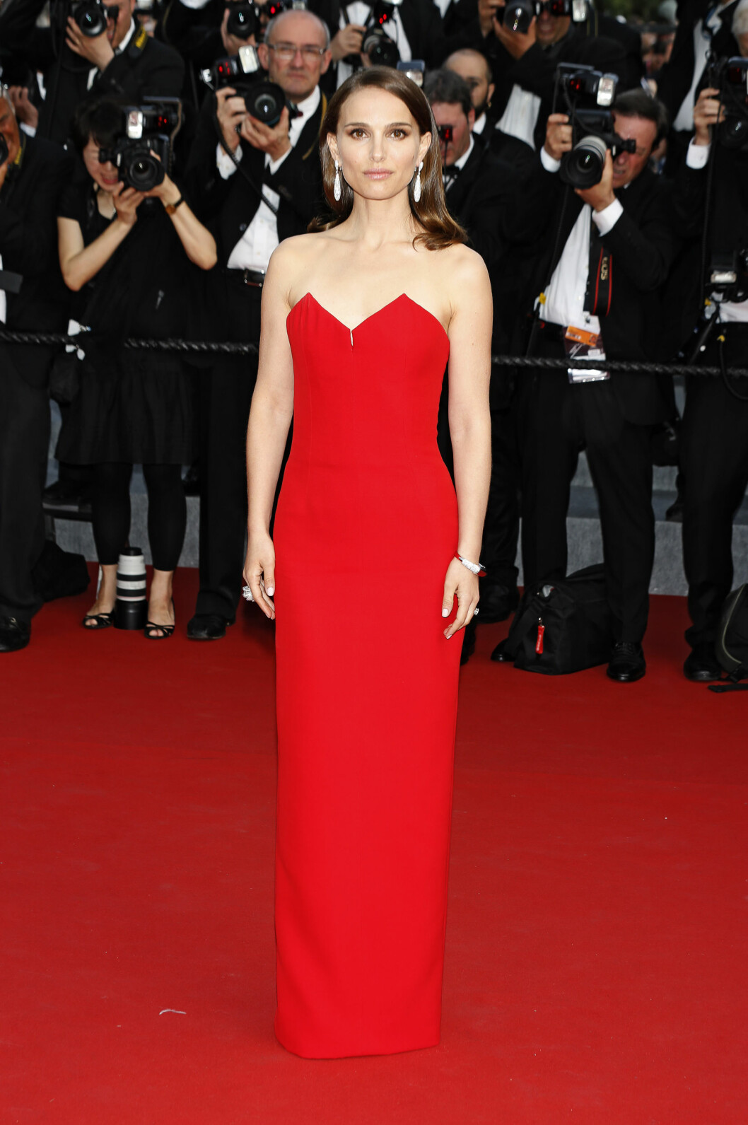 RØDT: Natalie Portman i kjole fra Dior. Foto: DPA Scanpix