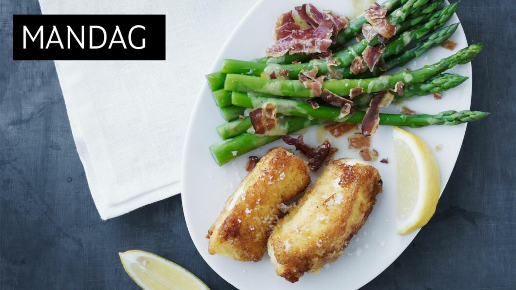 SOMMERLIG: Stekt fisk og asparges med sitron- kan det bli mer sommerlig? Foto: All Over Press