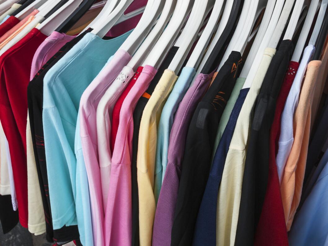 KJEMIKALIER I KLÆR: De hormonforstyrrende stoffene finnes blant annet i klær og kan være vanskelig å unngå, siden vi sjelden vet hvilke klær som inneholder større mengder.  Foto: NTB Scanpix