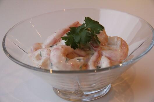 SALAT MED REKER: Den klassiske rekesalaten blir både bedre og sunnere om du lager den selv. Foto: Husmorkjerringa.com