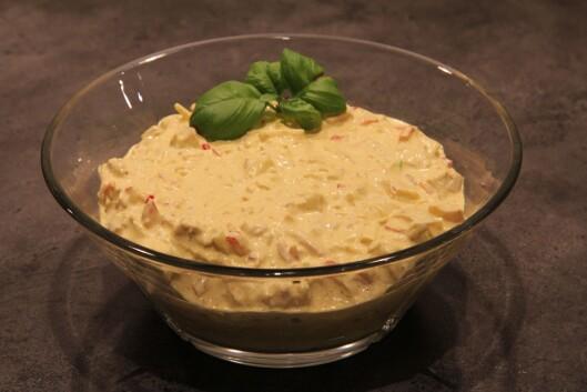 KRYDRET: Mmm, påleggsalat med kylling, kurri og rødløk. Foto: Husmorkjerringa.com