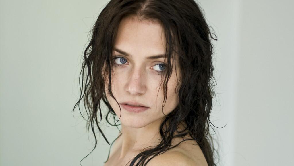 VÅTT HÅR: Vær litt ekstra varsom med hvordan du behandler håret like etter at du har vasket det.   Foto: NTB Scanpix