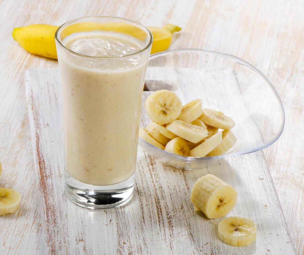 SØTT OG GODT: Bruk de overmodne bananene i smoothien, så blir den ekstra søt, kremete og god. Du kan også fryse bananen i biter og bruke den rett fra fryseren. Bedre enn isbiter! Foto: bit24 - Fotolia