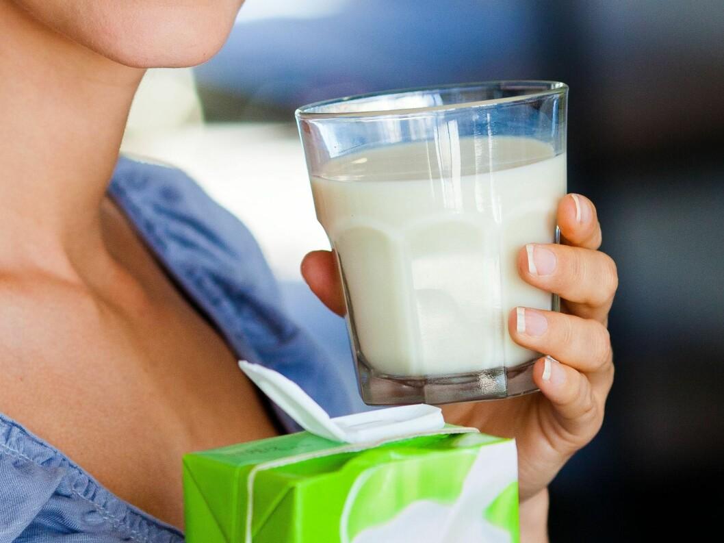 VELG SOYAMELK: Dersom du skal bytte kumelken anbefaler eksperten deg å gå for soyomelk da den inneholder mye protein.  Foto: Fotolia