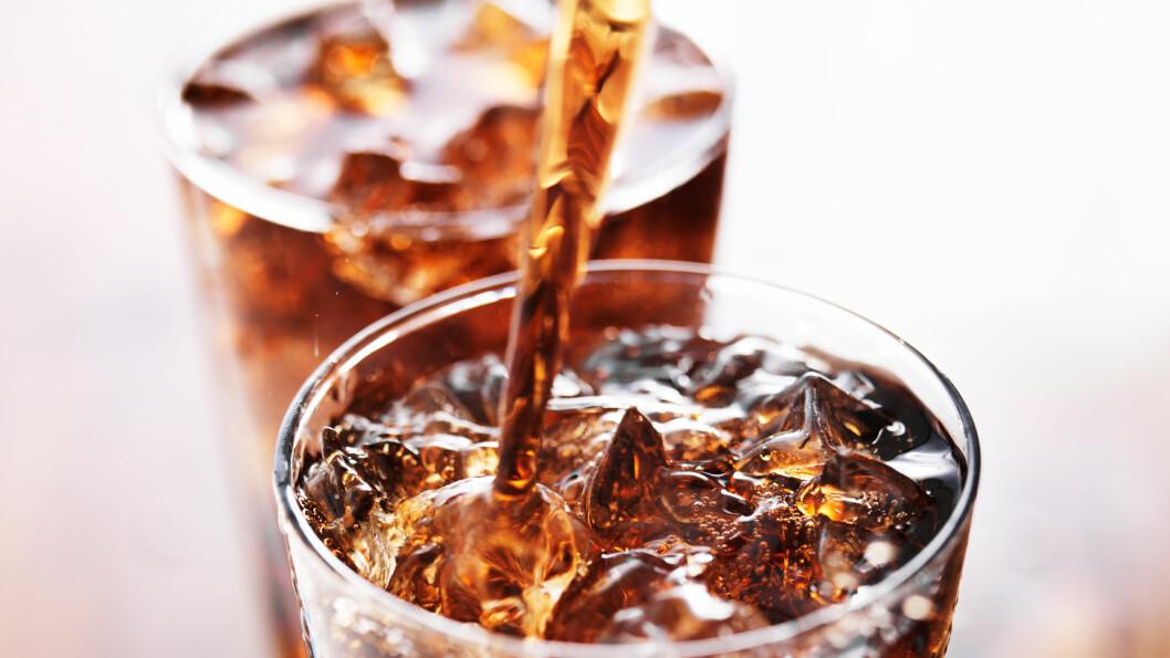 HVILKEN ER SUNNEST? Er det best å velge drikke som er søtet med stevia eller aspartam?  Foto: Fotolia
